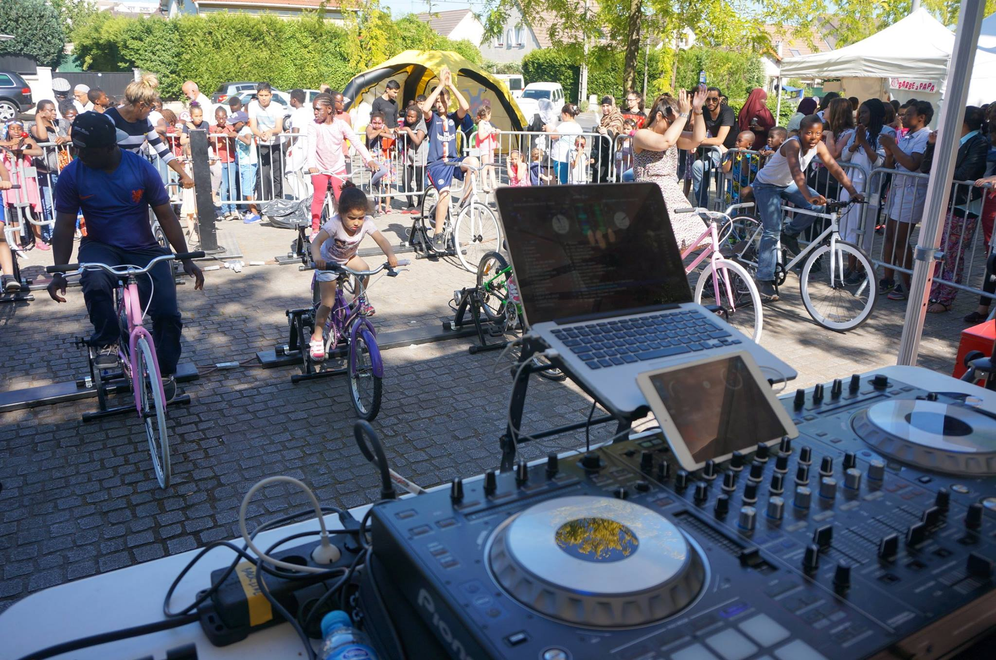 Bike-powered DJ set in Ile-De-France using our equipment © Ludik Énergie