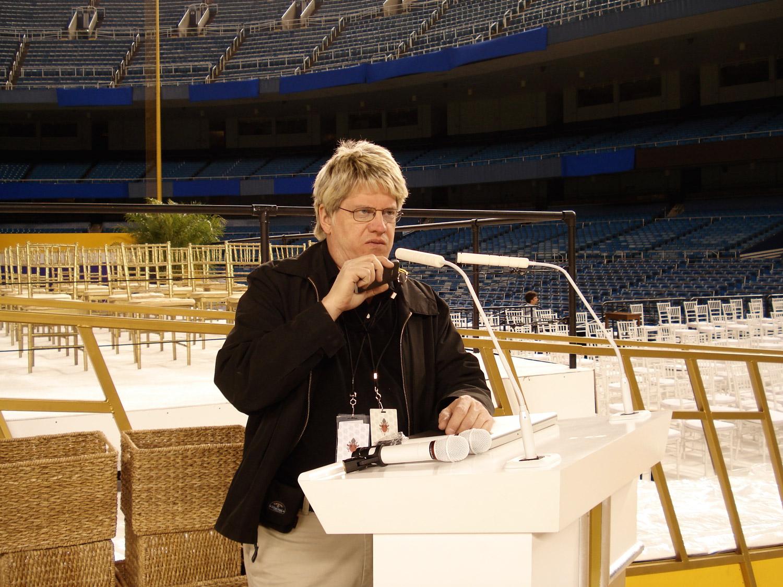 Steve Savanyu tests the Audio-Technica ES915ML microphonesat the Yankee Stadium lectern.