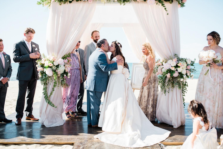 Nantucket_Galley_Beach_Wedding_018.jpg