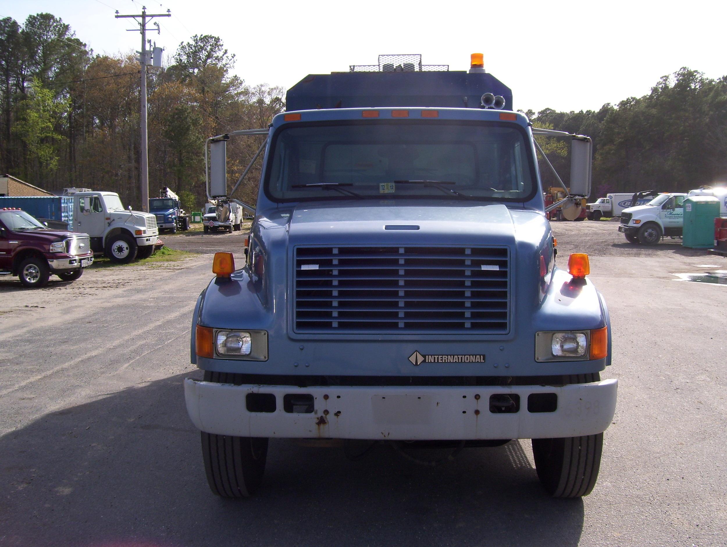 99 International Service Truck 003.jpg