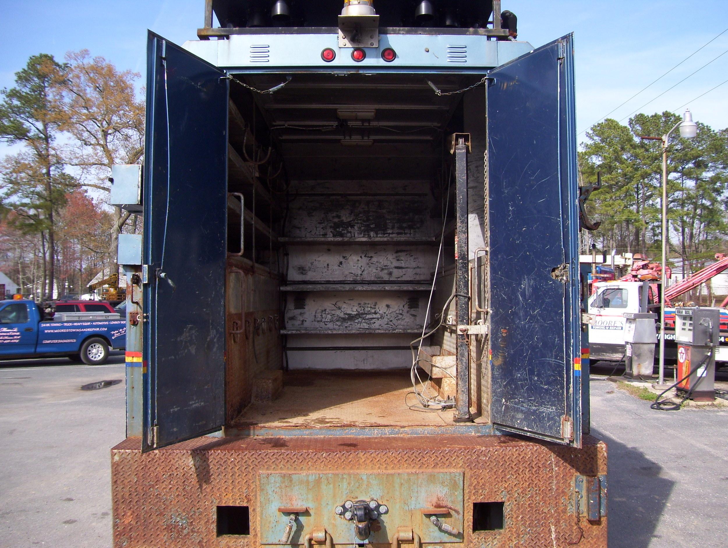 99 International Service Truck 005.jpg