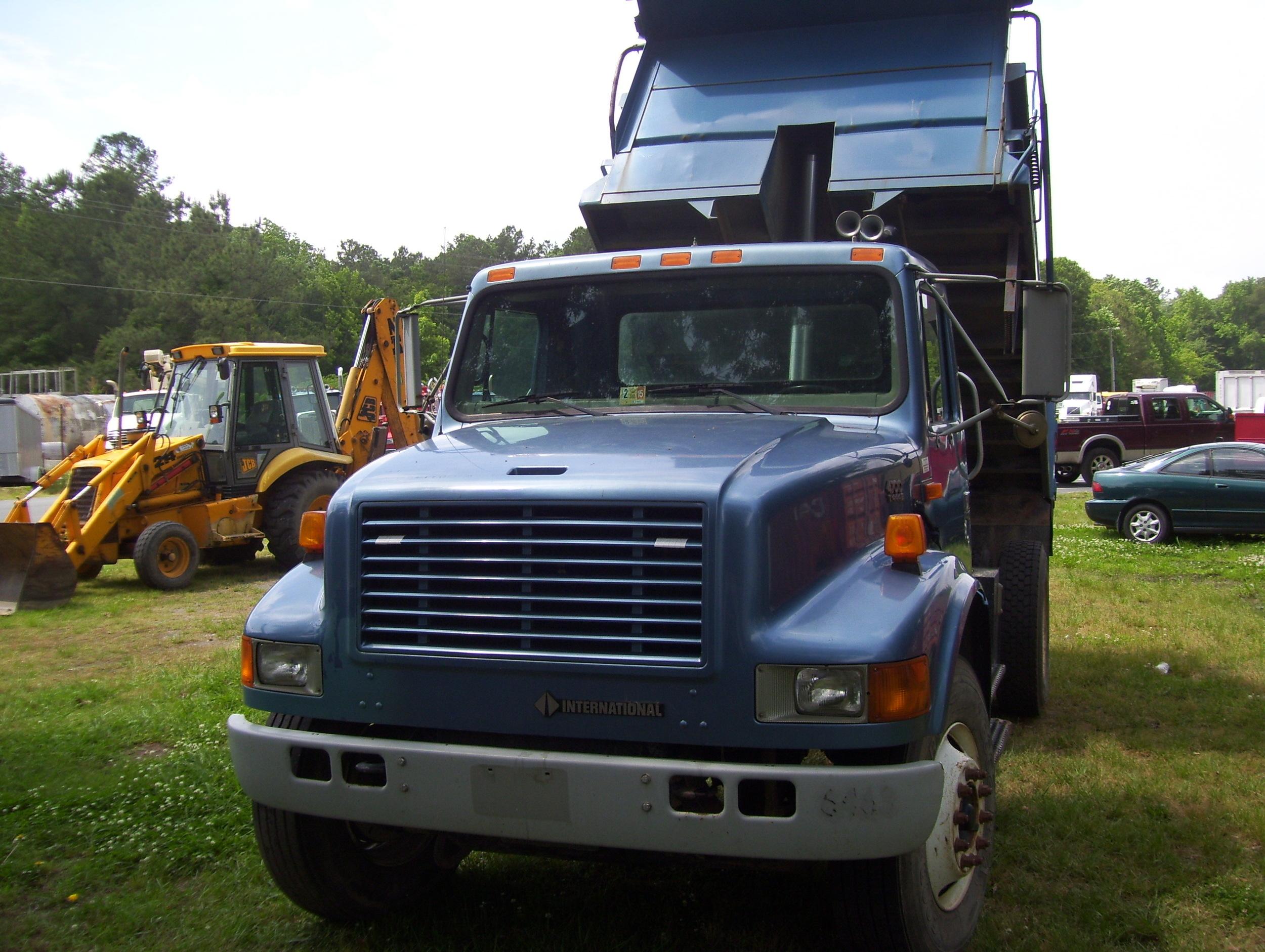 2002 International Dump Truck 004.jpg