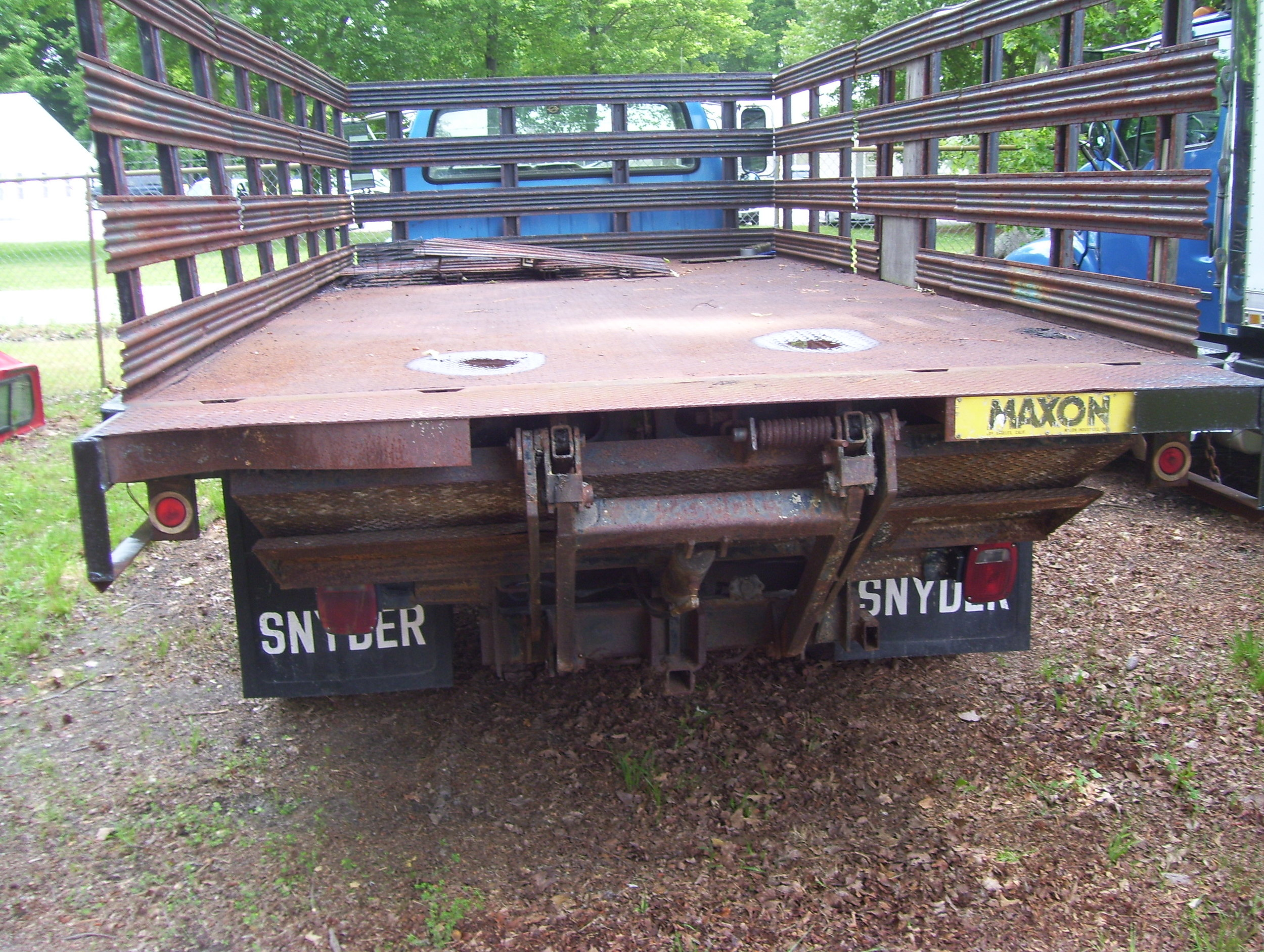 1989 Ford F800 Stake Body with Lift Gate