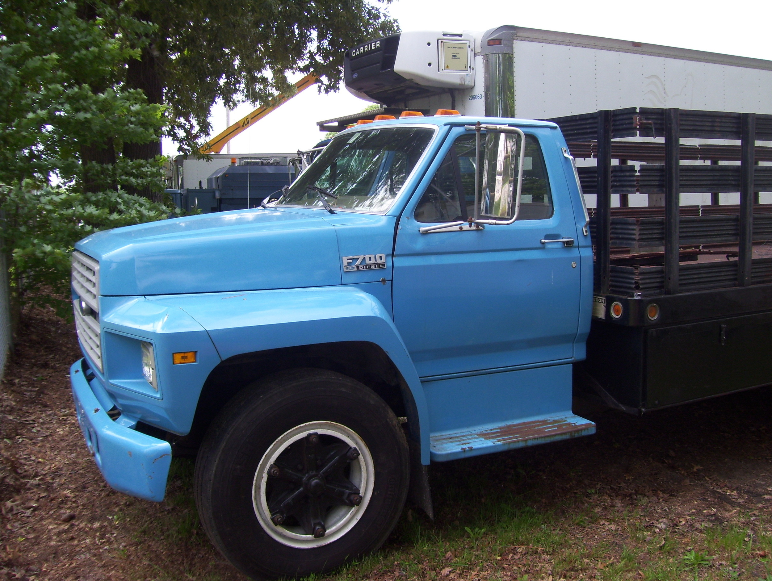 Ford F800 Stake Body with Liftgate 002.jpg