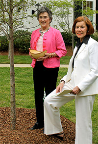 Joan Armour receives a hand-carved bowl and an overcup oak planted in her honor from NTF board member Eleanor Willis
