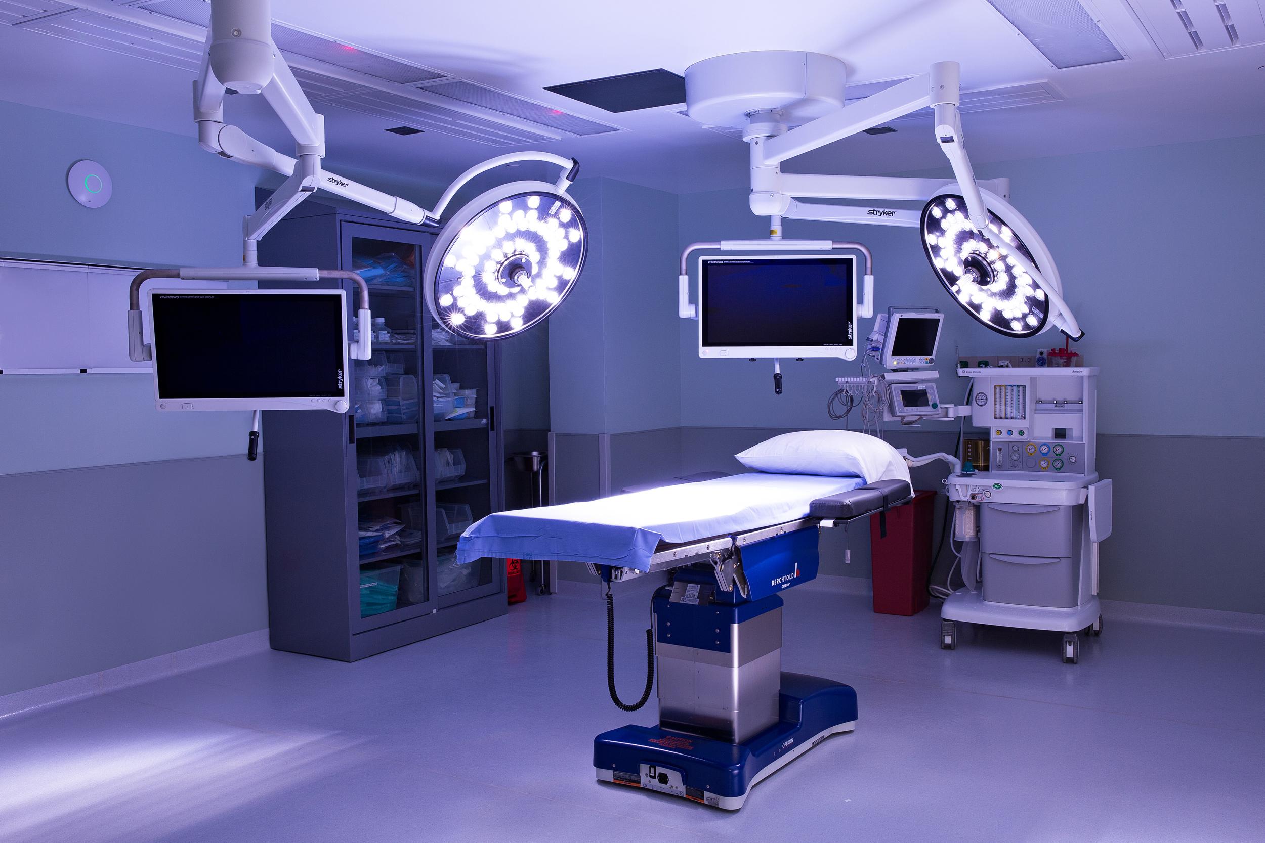 surgerycenter_075_edit.jpg