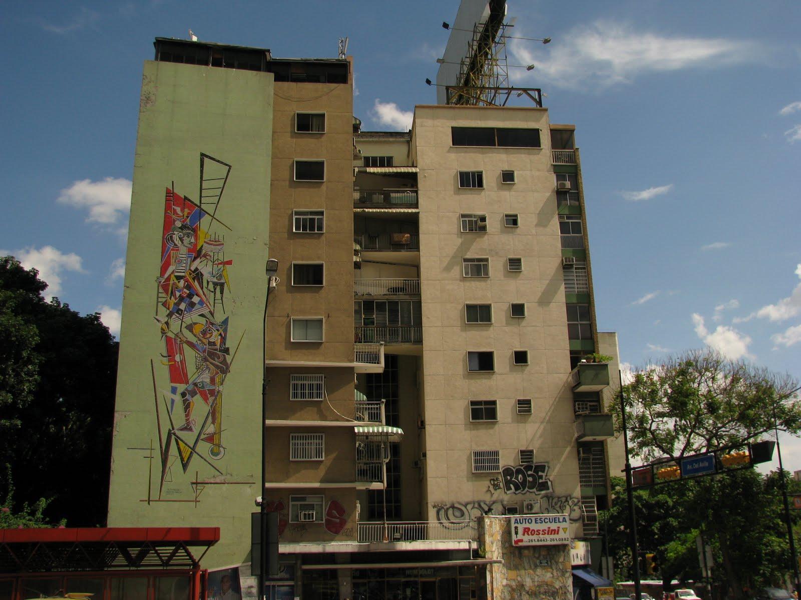 Edificio Humboldt, Altamira, Caracas. Notese el vandalismo en sus paredes en la zona inferior.