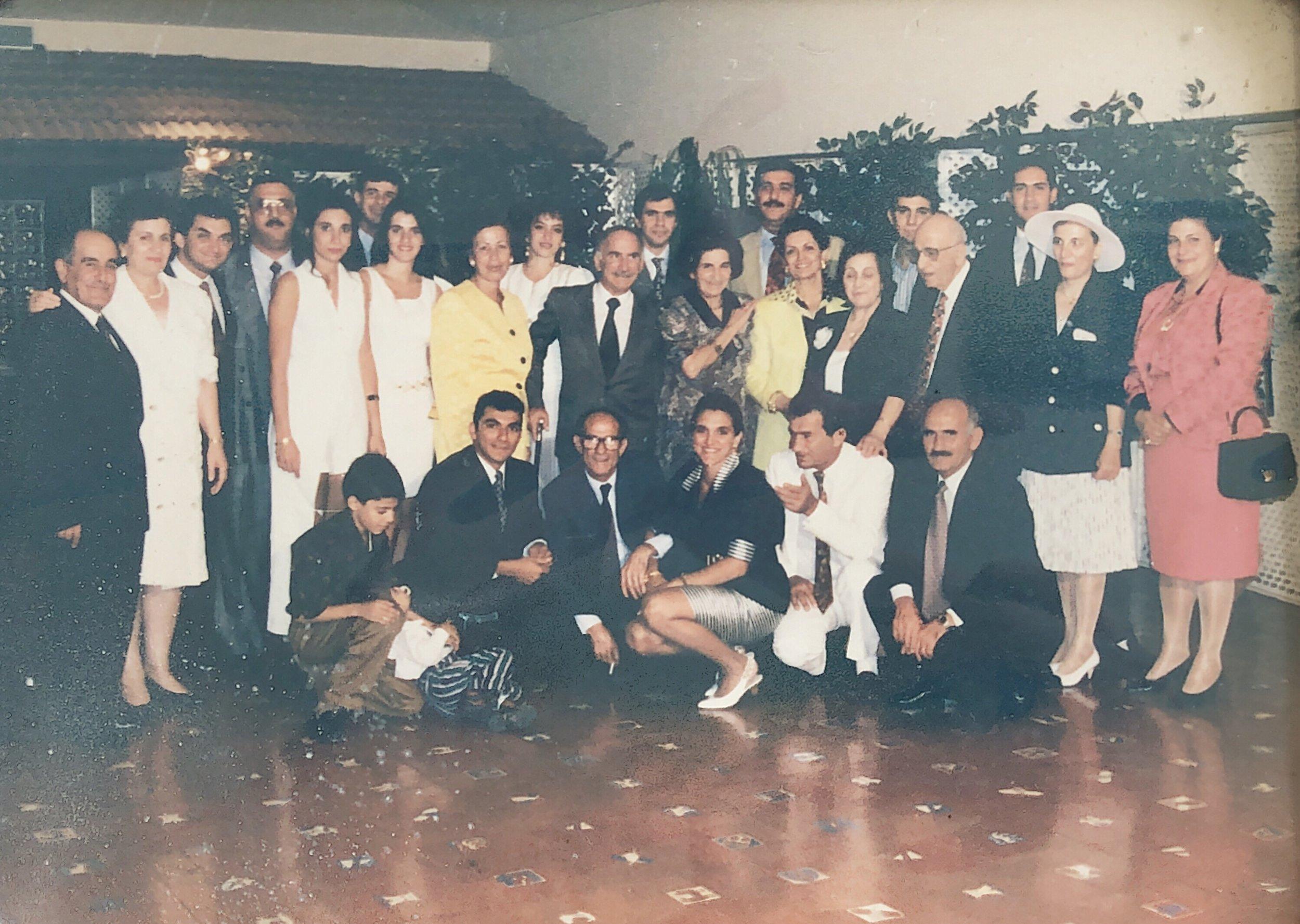 Los hermanos Sayegh, sus esposas y descendencia en los años noventa en Caracas.