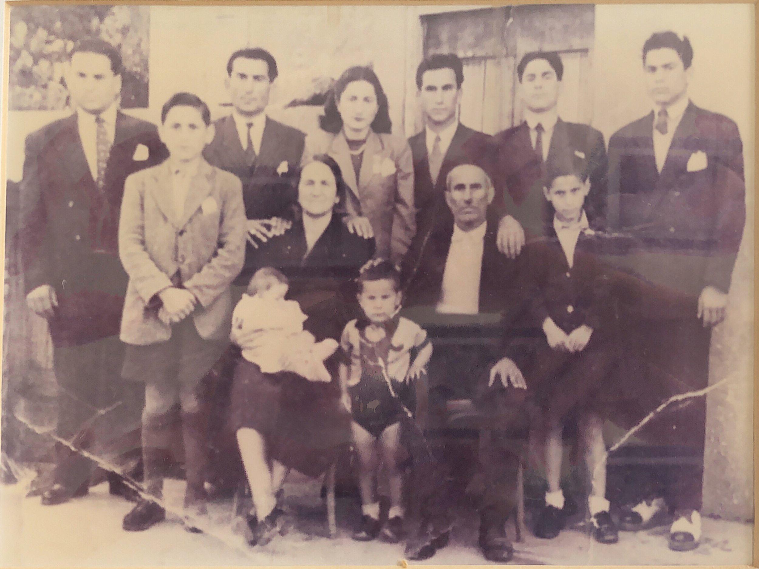 Familia Sayegh en Zgharta a principios de siglo.