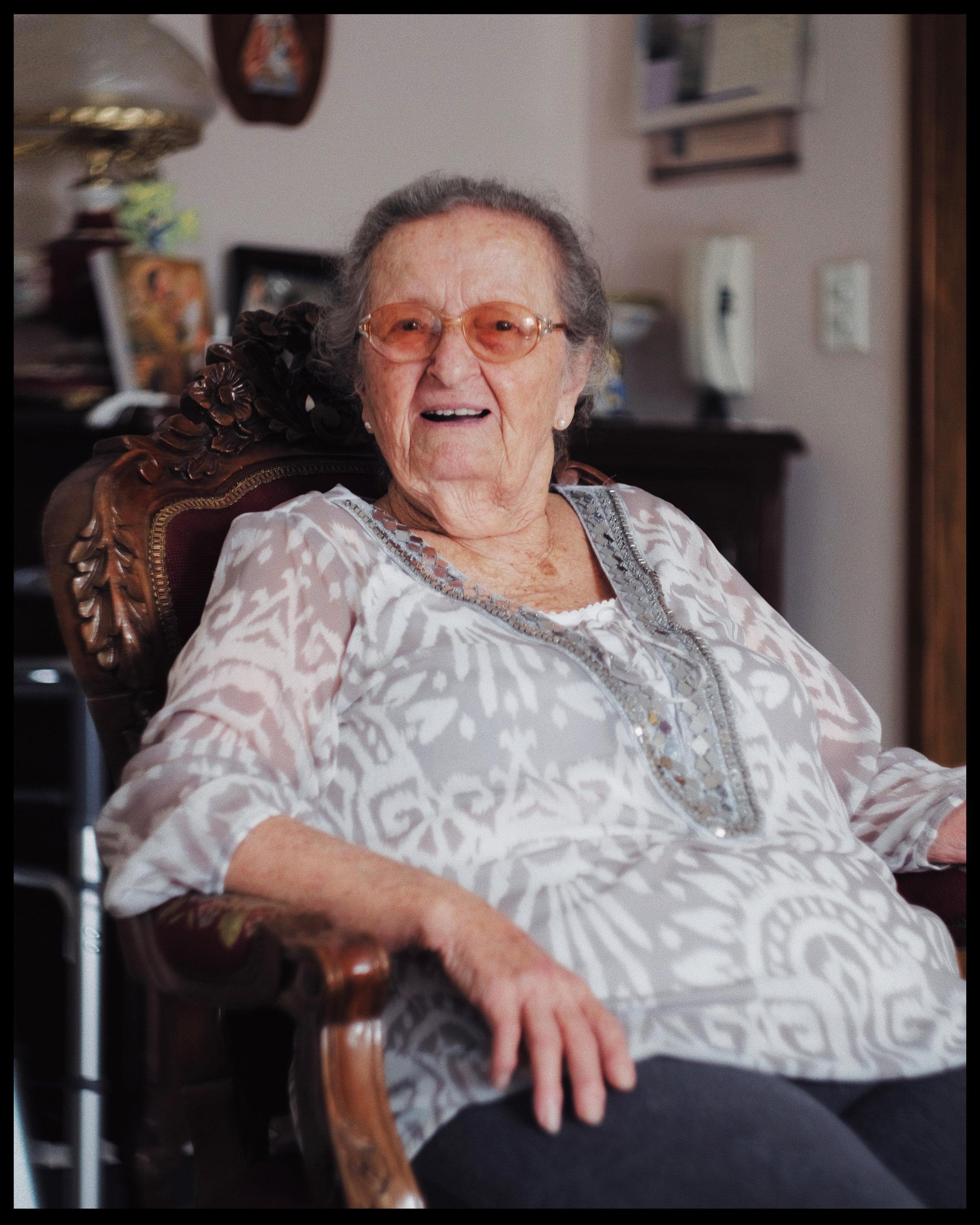 Nadia Karam de Khaouli retratada por Adrián Diaz