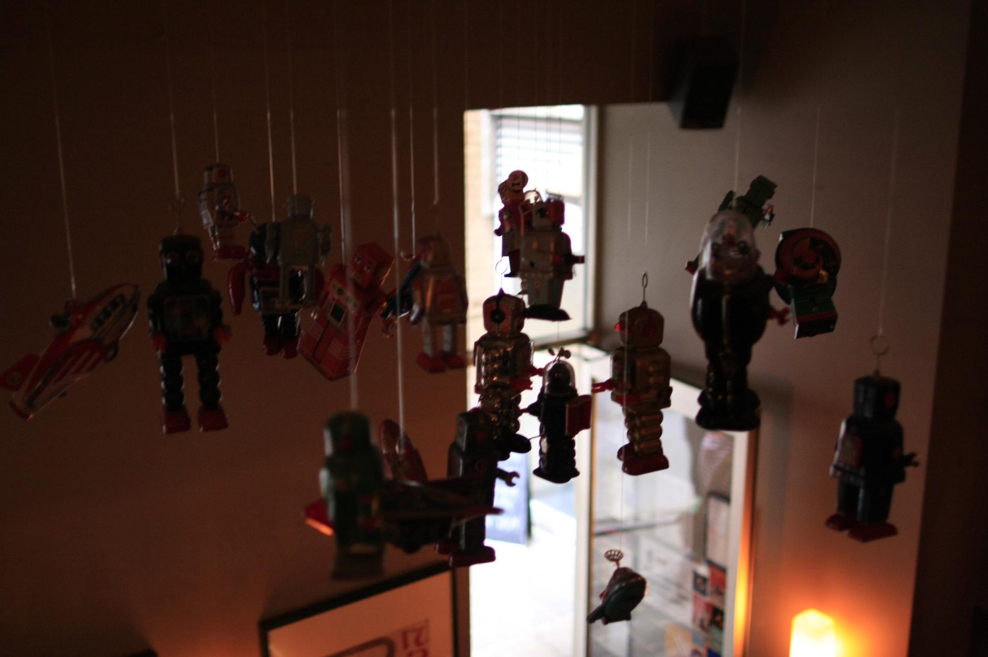 Robot tin toys