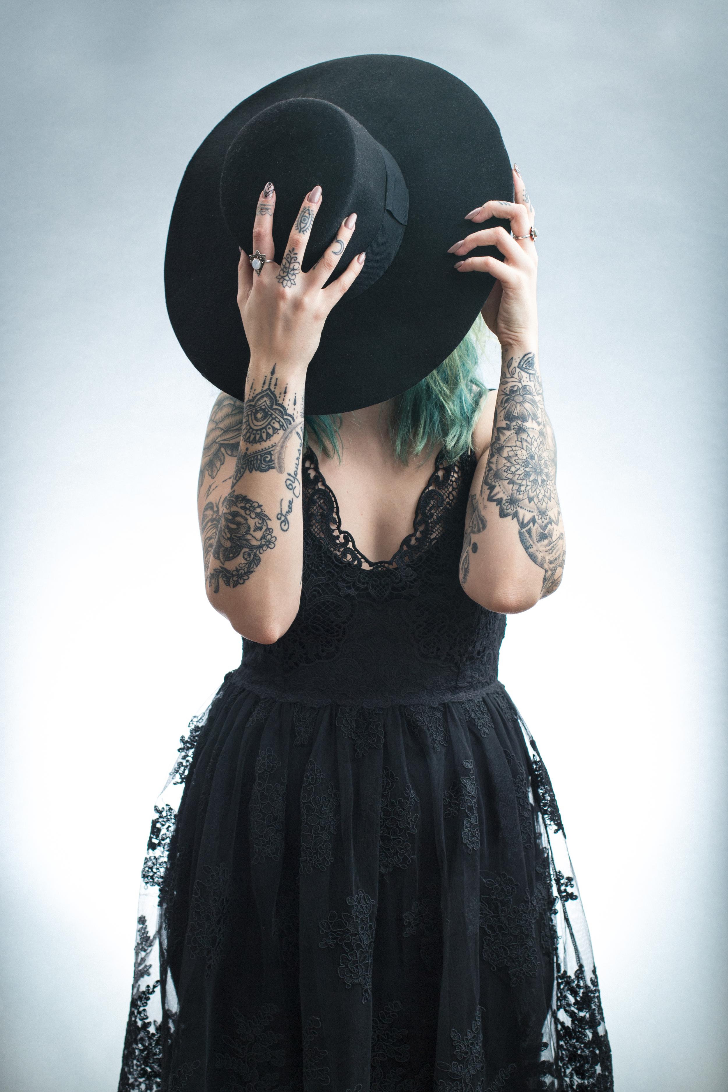 dress: LUNA (Wasted Fashion)  hat: H&M