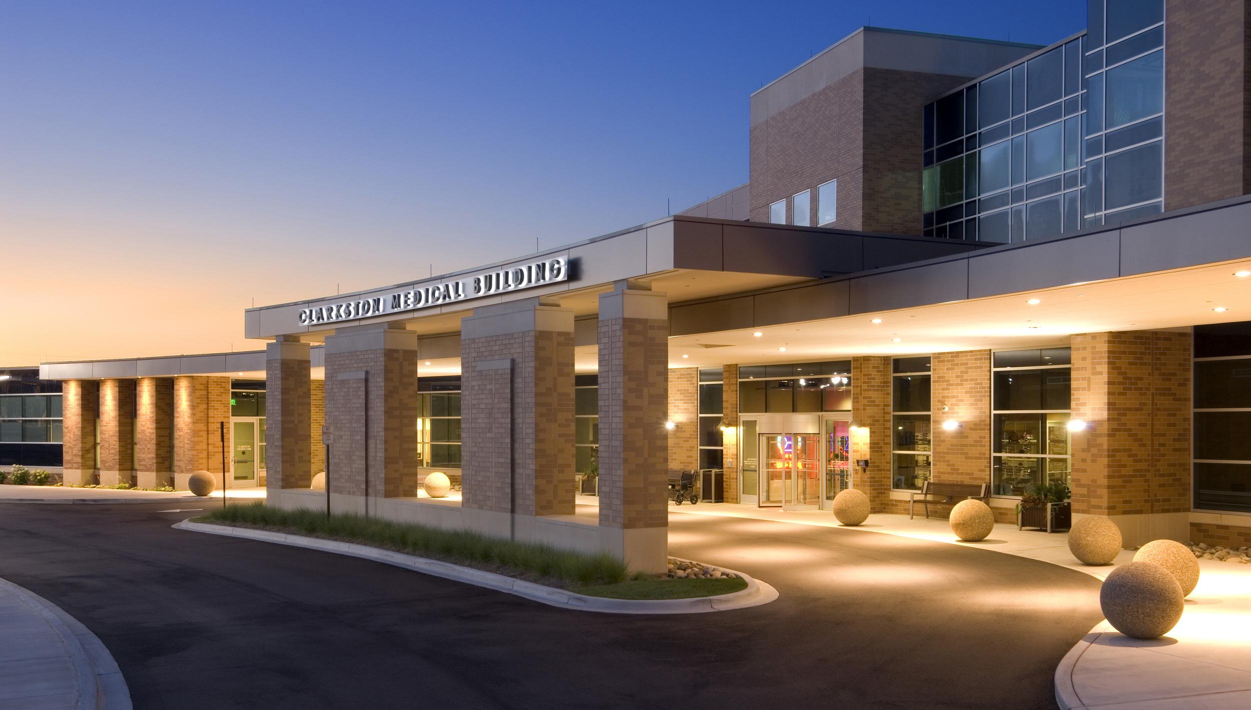 clarkston-medical-building-entrance