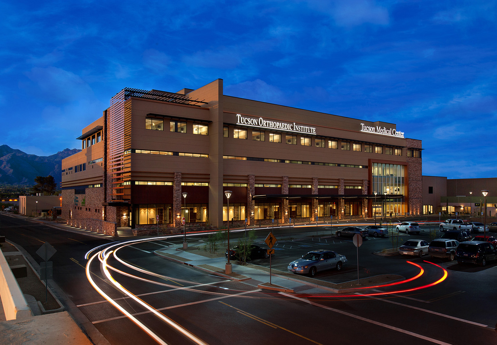 tucson-medical-center-exterior-night