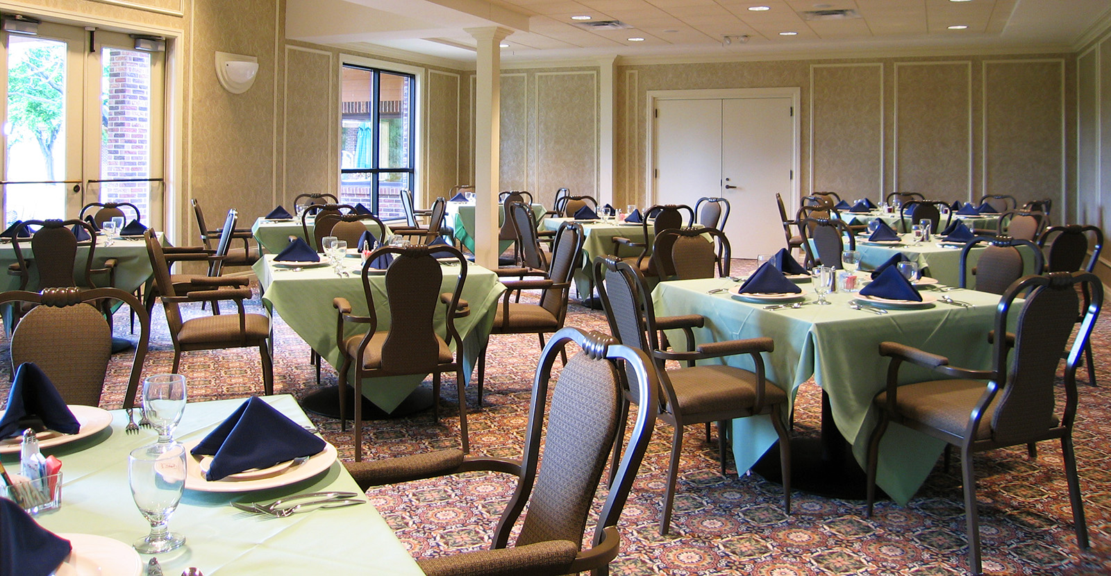 lakelands-golf-course-dining-room