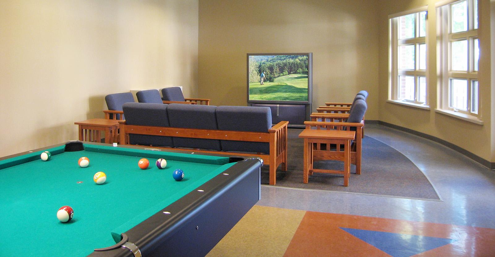 university-of-michigan-evans-scholars-rec-room