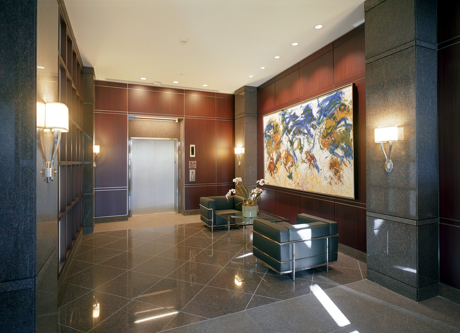 325-old-north-woodward-residential-lobby