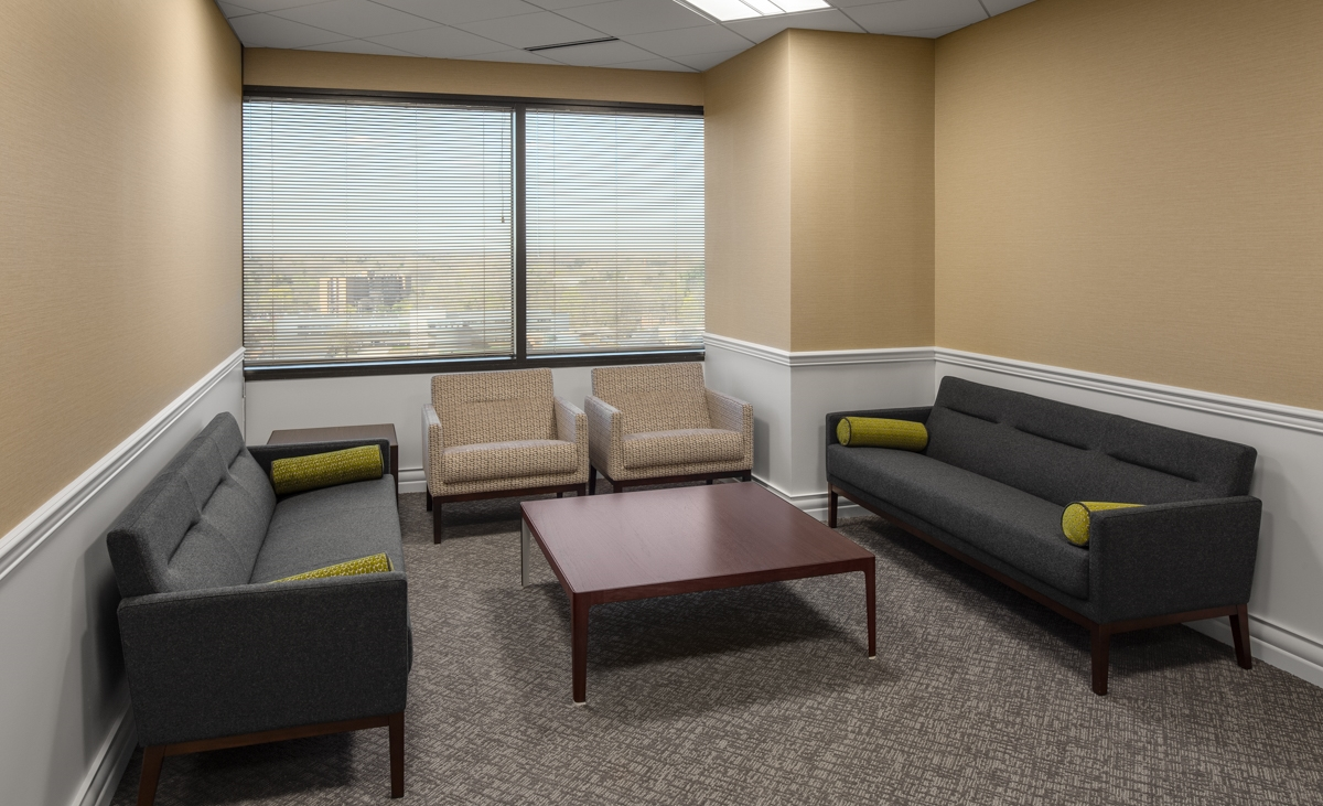 beaumont-executive-suite-seating-area