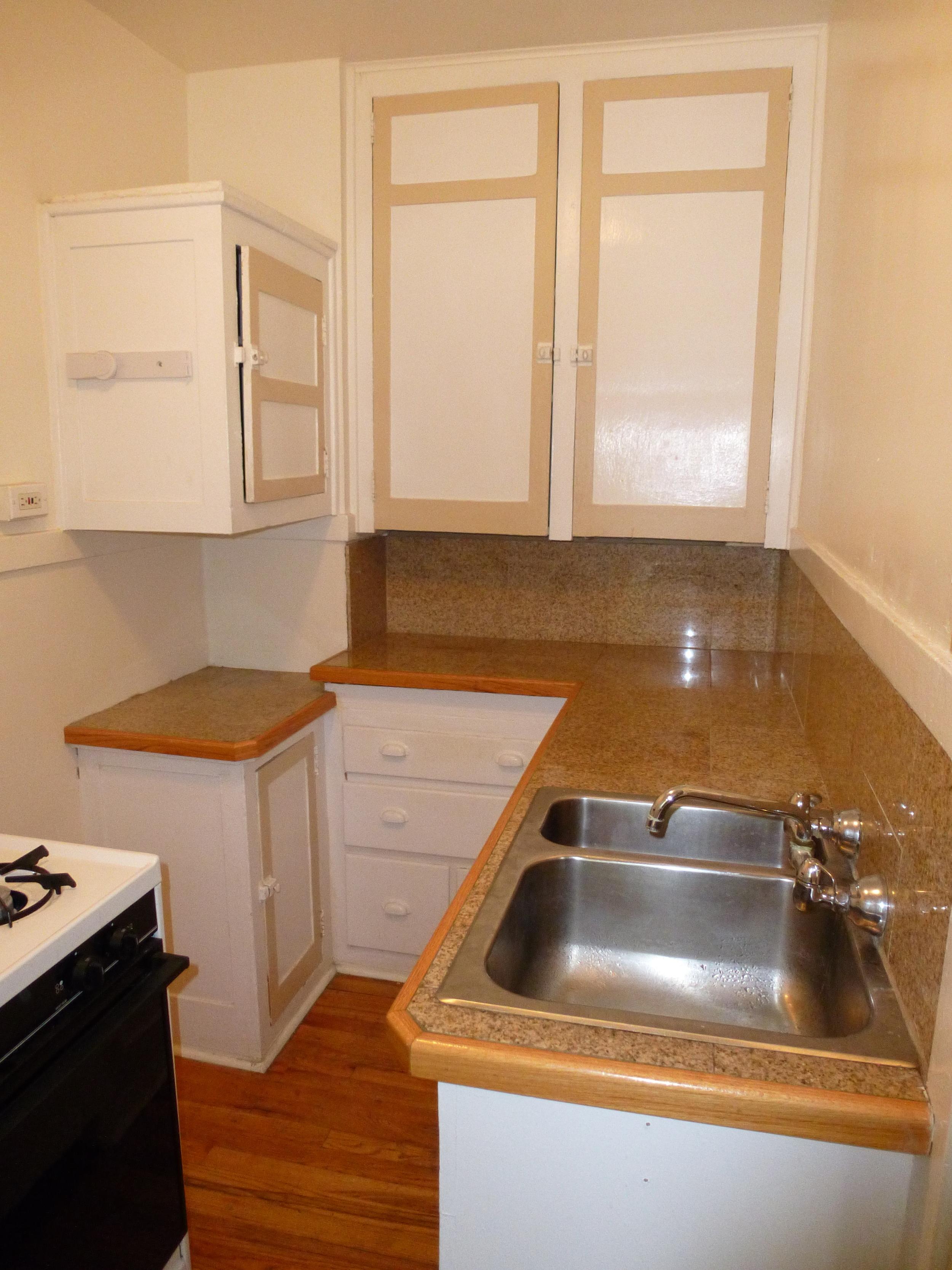 ee kitchen 1.JPG