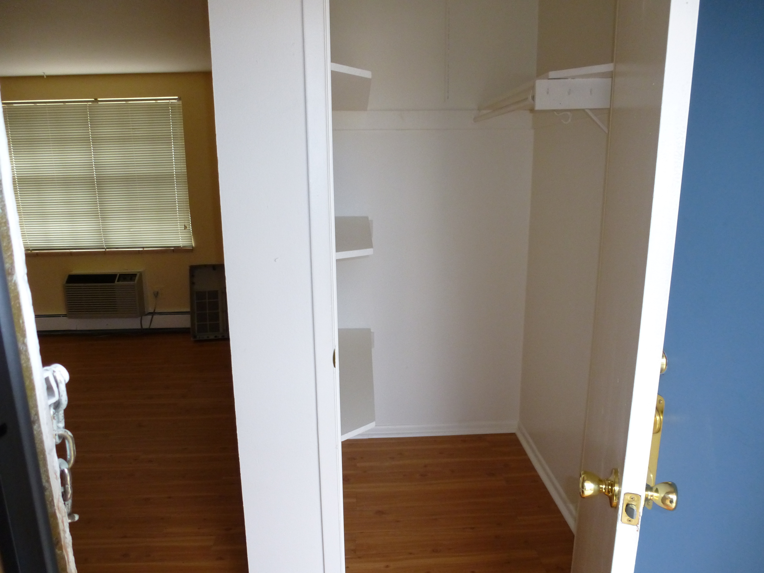 cc end unit walk-in closet.JPG