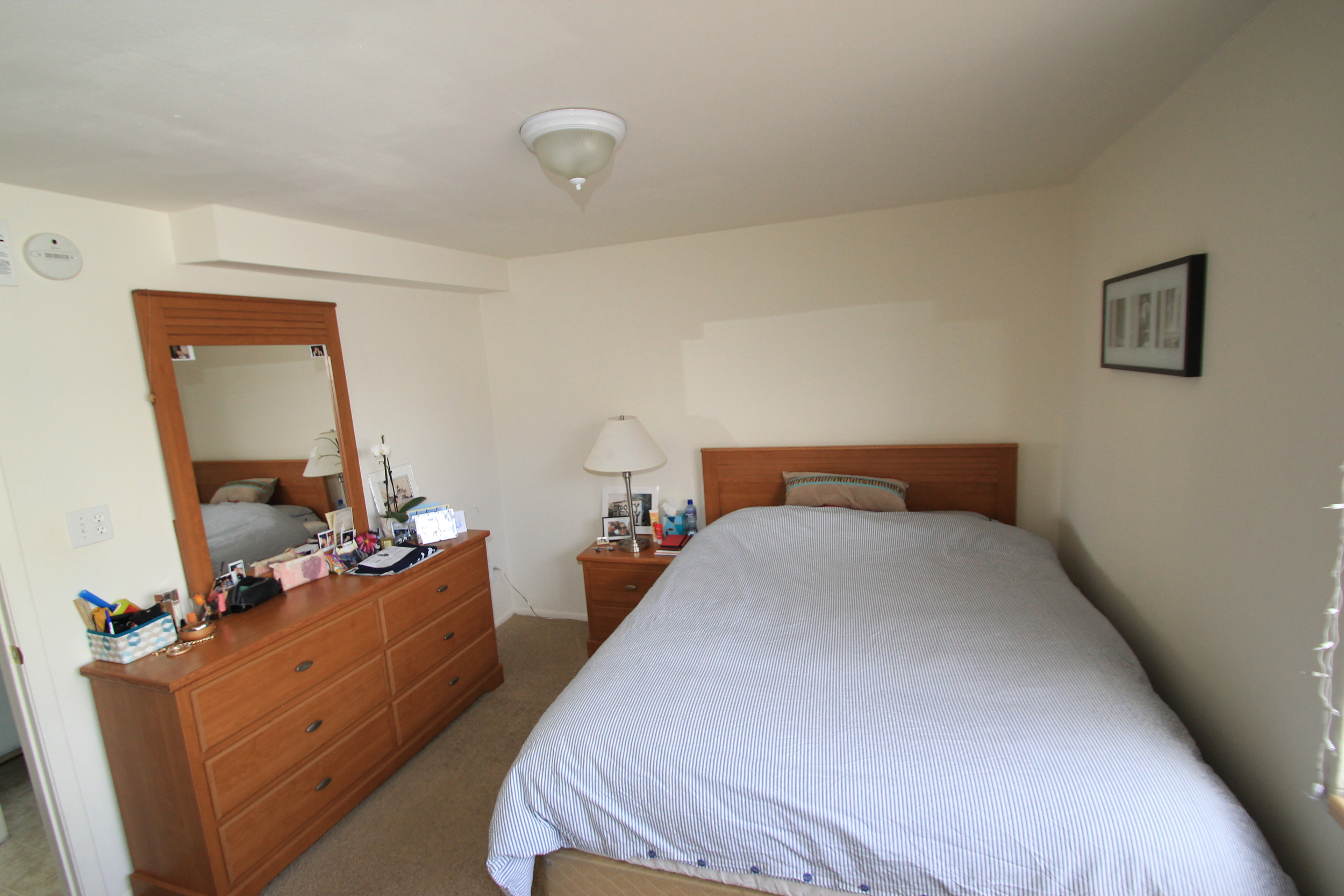 cc end unit bedroom 2.JPG