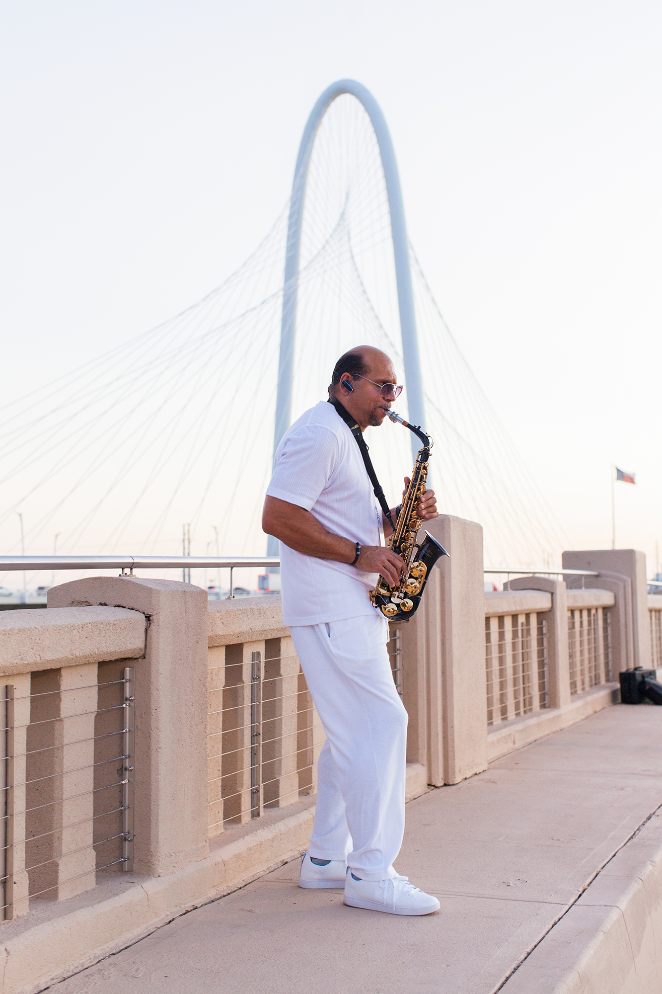 A saxophone player greeted DEB Dallas guests at the start of the evening.