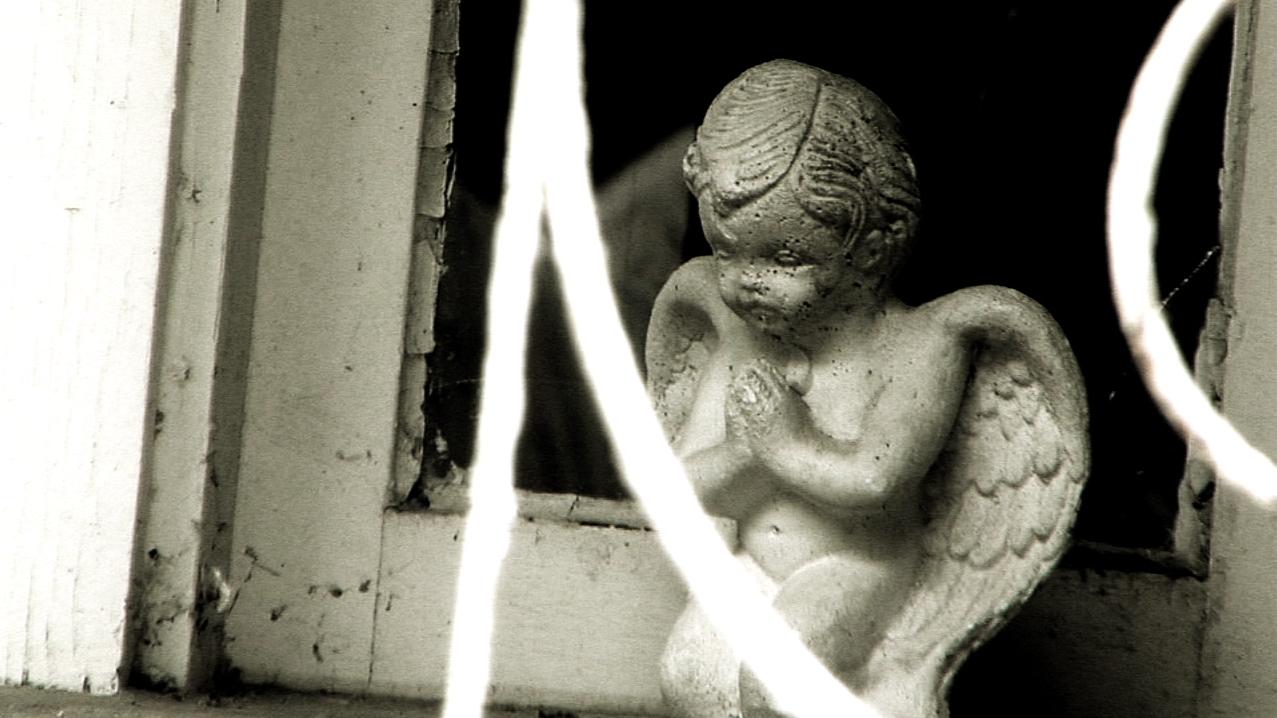 Praying Angel Statue.png