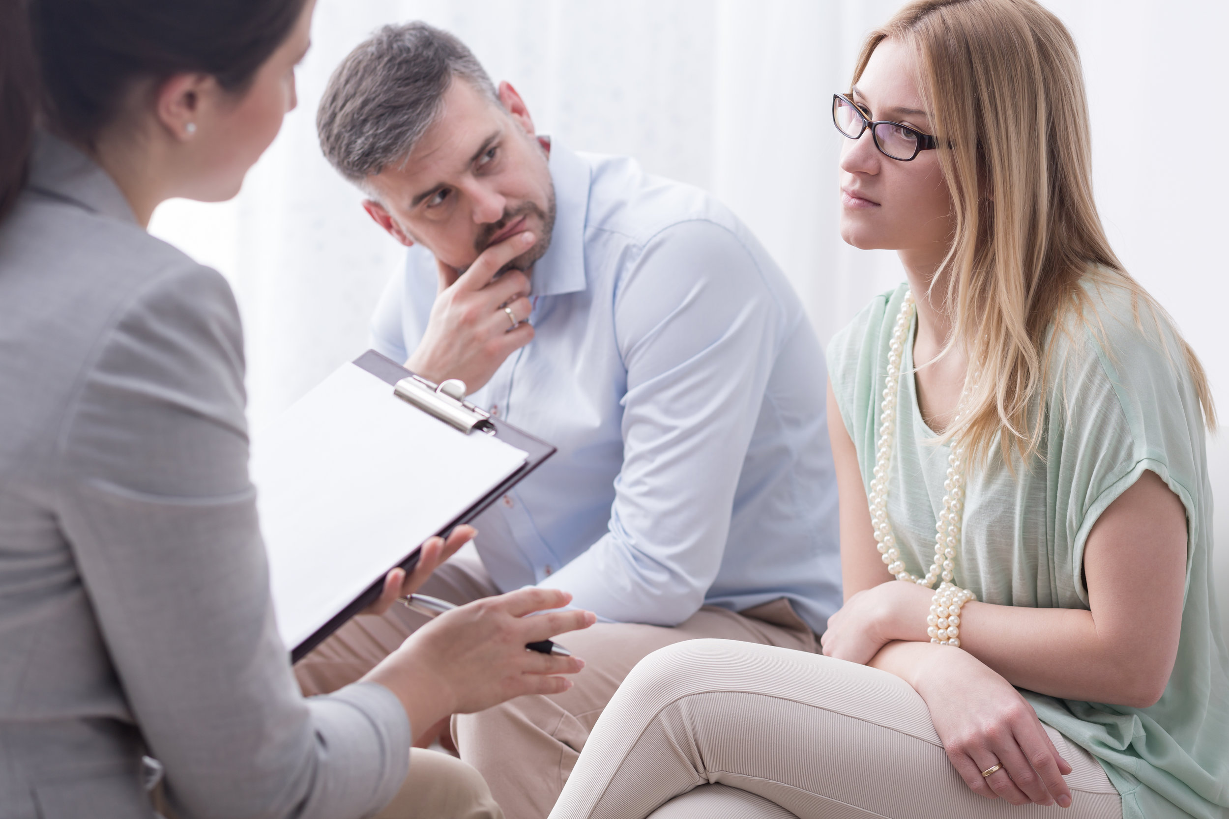 EHESCHEIDUNG - Bei Trennung und Scheidung der Ehe,stellen sich viele Fragen.