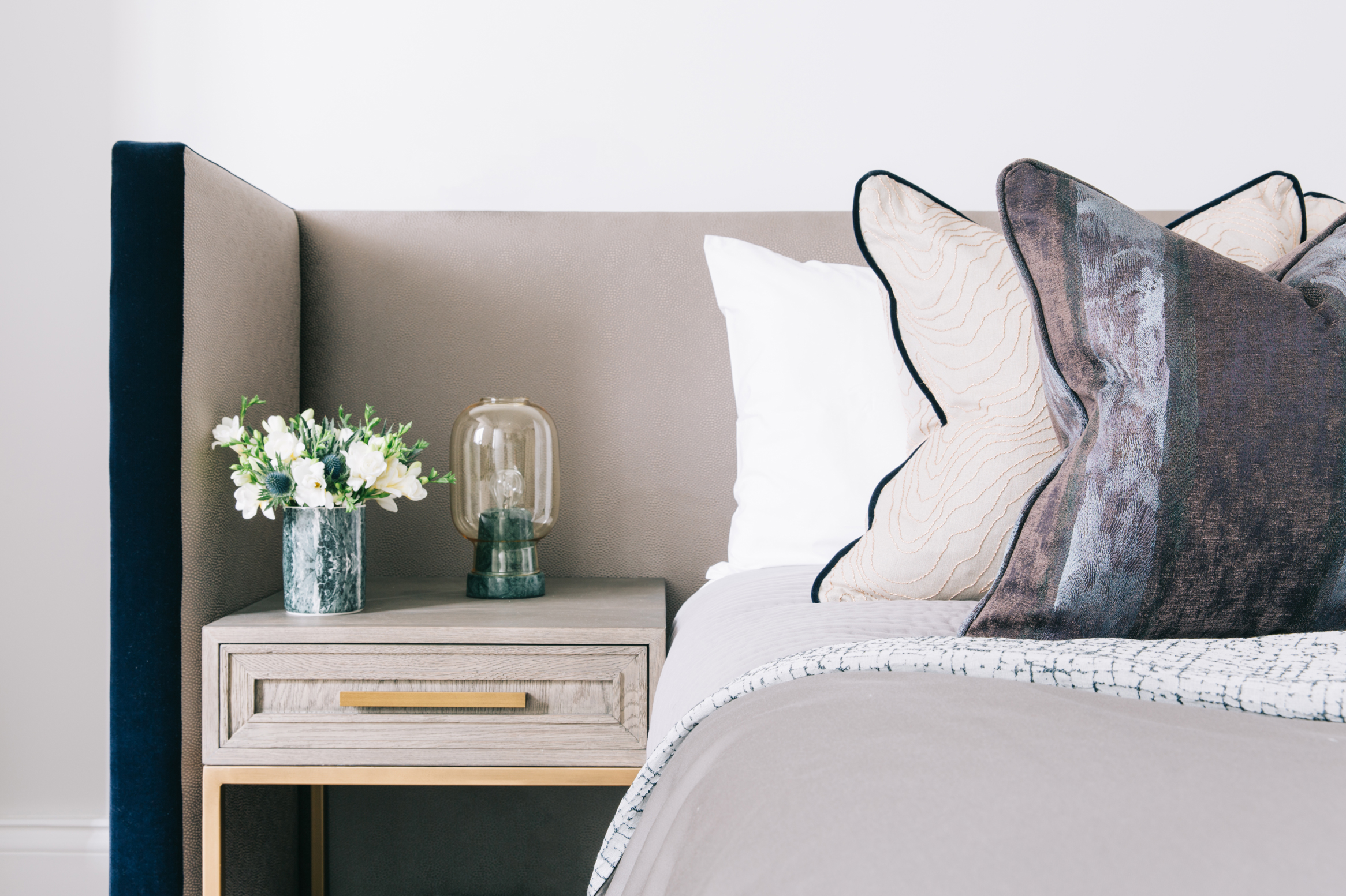 A_LONDON_The_Wetherby_014_bedroom.jpg