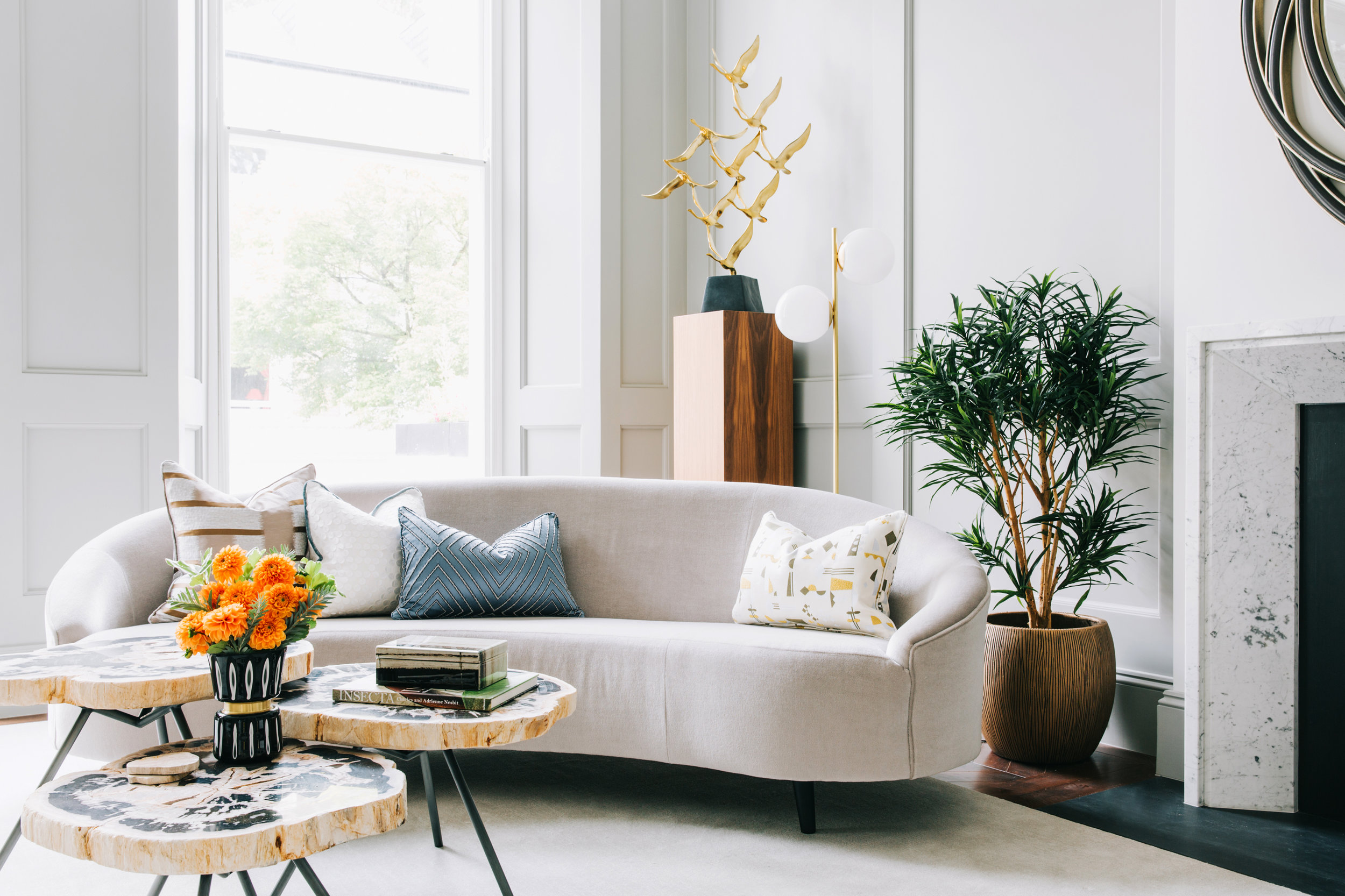A_LONDON_The_Wetherby_05_living_room.jpg