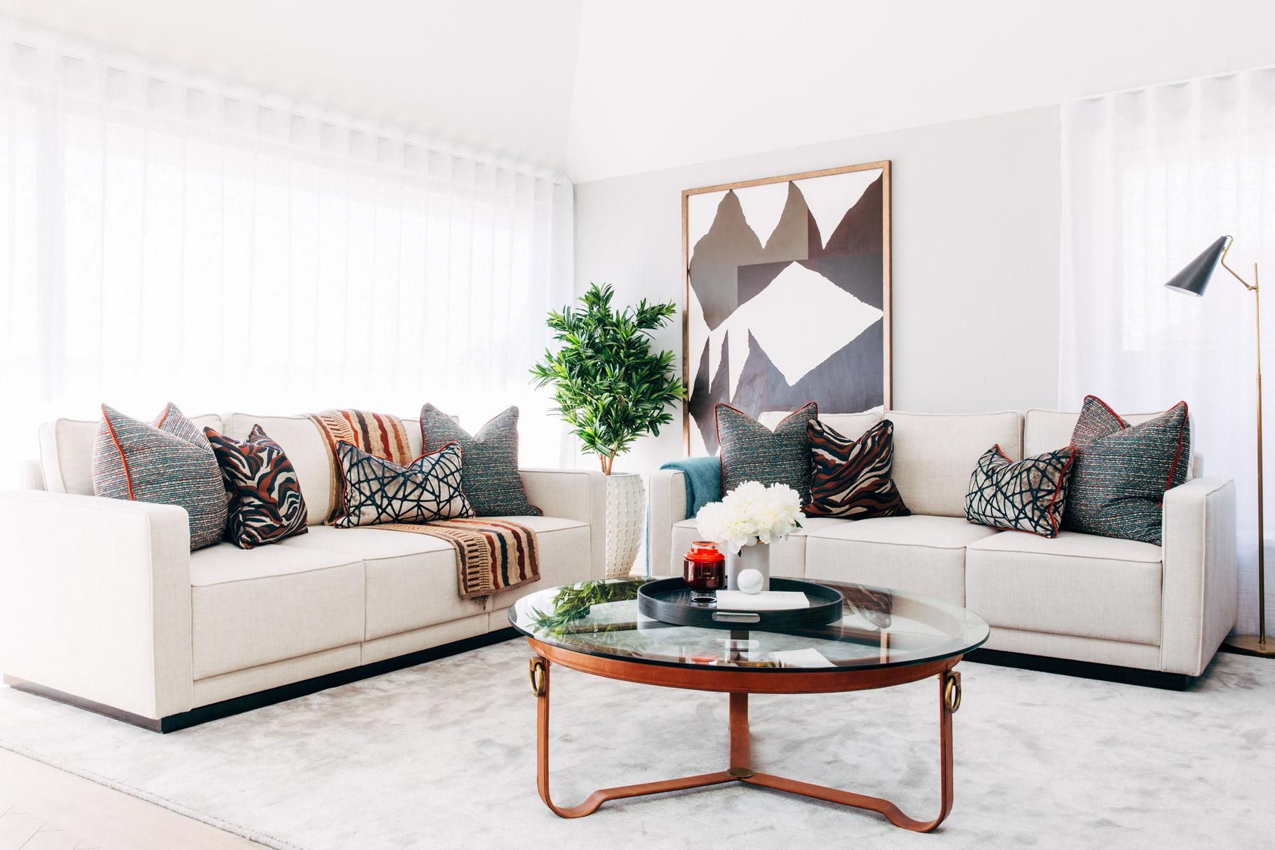 A_LONDON_Hamilton_Court_1_01_Living_Room.jpg