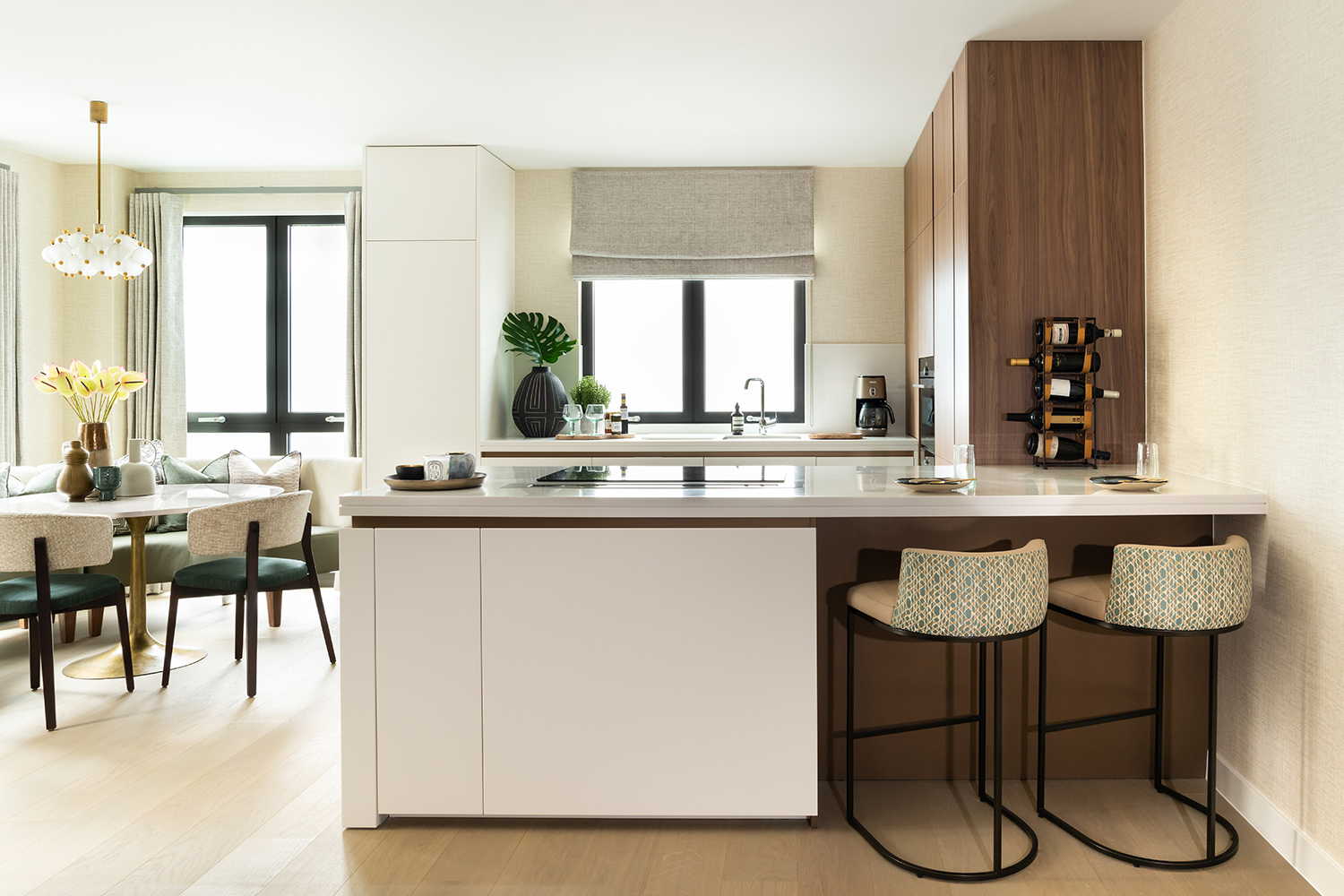 ALONDON_Lyons_Place_005_Kitchen_Dining_Area.jpg