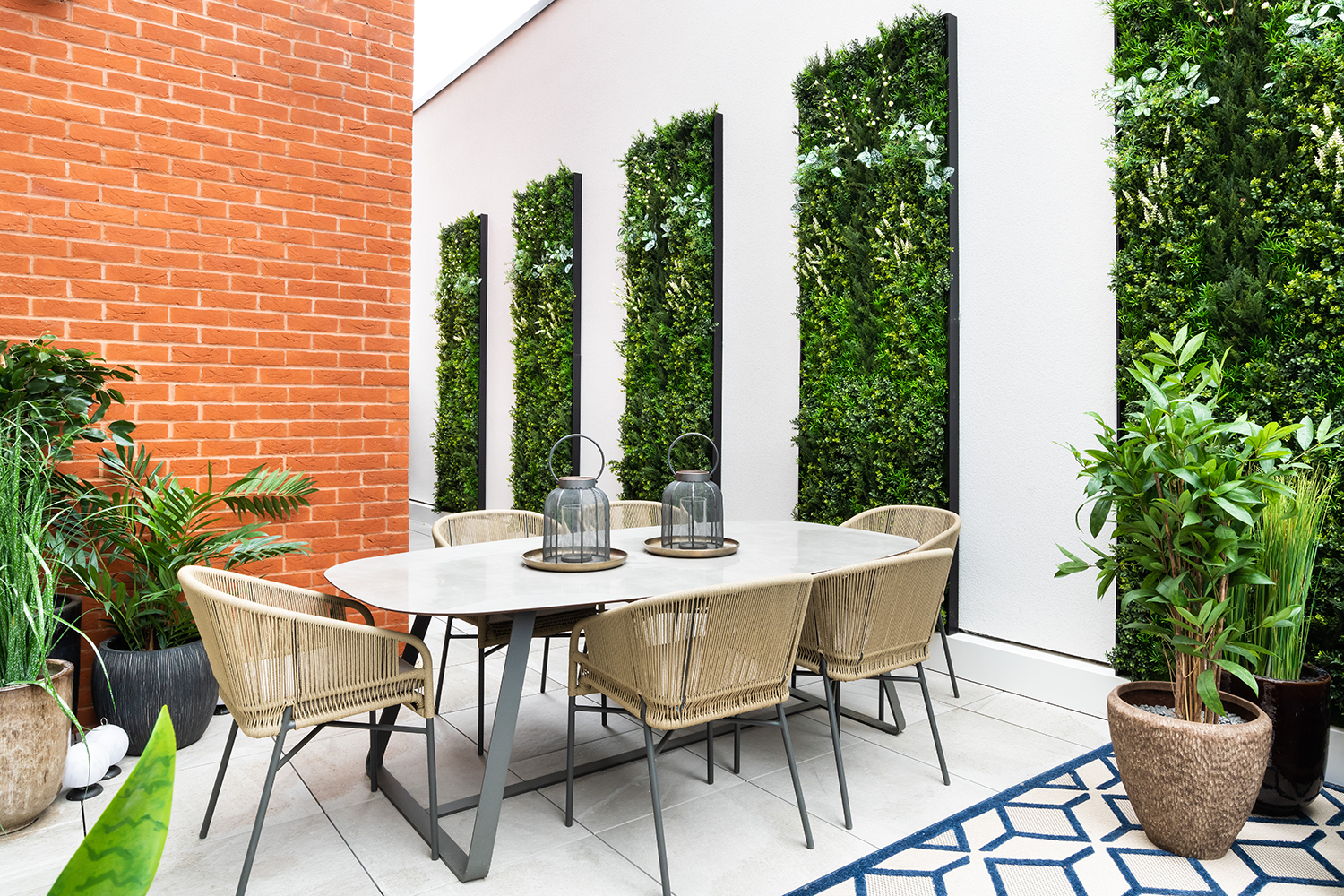 ALONDON_Lyons_Place_018_Terrace.jpg