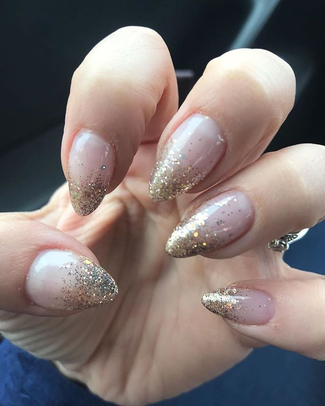 📸Client pic📸✨natural nude nails with gold glitter tips ✨ #cnd #magpieglitter #magpieflossy #lecenteglitter #sparkle #summer #holidaynails #naturalnails #almond #nails #rosegoldglitter #cndshellac