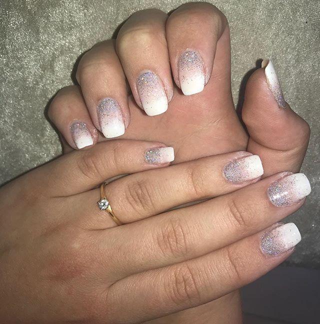 Pretty Ombré nails with glitter ✨🎀 #ombrenails #glitter #holographic #frenchnails #lecente #squarenails