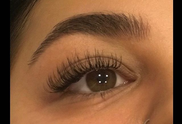 NOVEMBER OFFER ONLY✨ Another set of individuals from our new therapist Carmen.. get booking ladies! Only few spaces available... #eyelashextensions #classiclashes #reducedprice