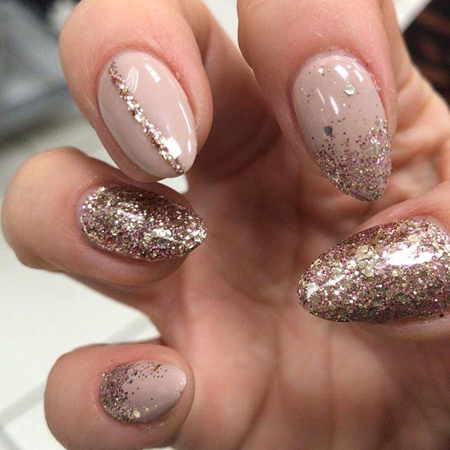 Pretty nude and rose gold ✨ #gelnails #lecente #naturalnails #almondnails #nudenails #rosegold #beautybydanika