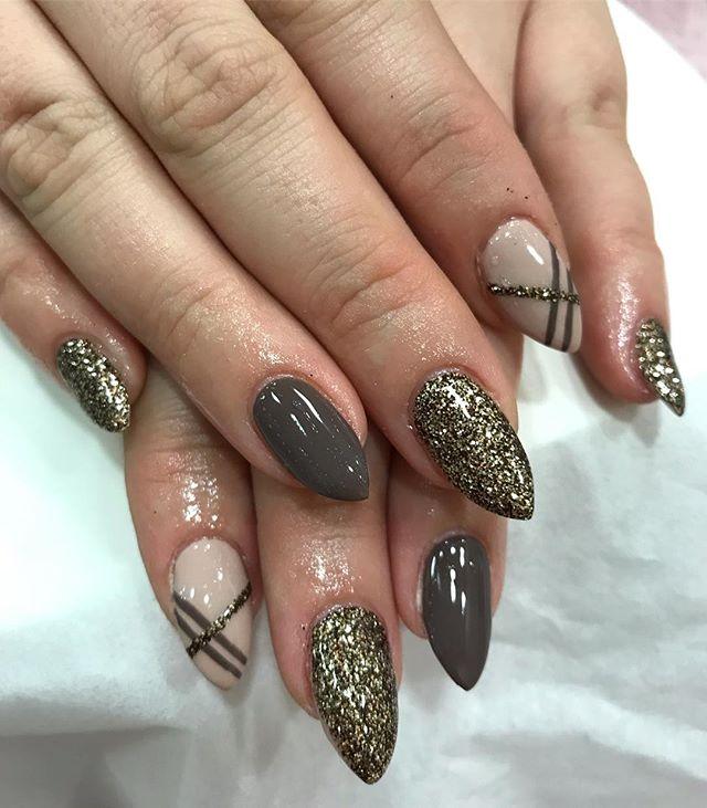 mix up 💅🏽✨🙌🏽 #shellac #cnd #gelbottle #lecente #glitter #nailart #patterns #almond #naturalnails #glossy
