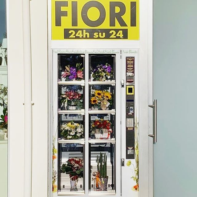 New beautiful installation of our Flowerbox at Francavilla al Mare 💐✨ #madeinitaly #flowerbox #fiorista #fleuriste #florist #flowershop #bouquet #blumenliebe #floristry #localflorist #floristik #bloemen #bloemenwinkel #boeket #flores #floristeria #arreglofloral #kwiaciarnia #blommor #kukka #floristofinstagram #floristic