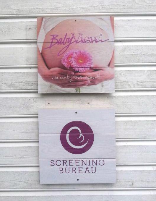 Babyview_Screeningbureau_wooden_signs