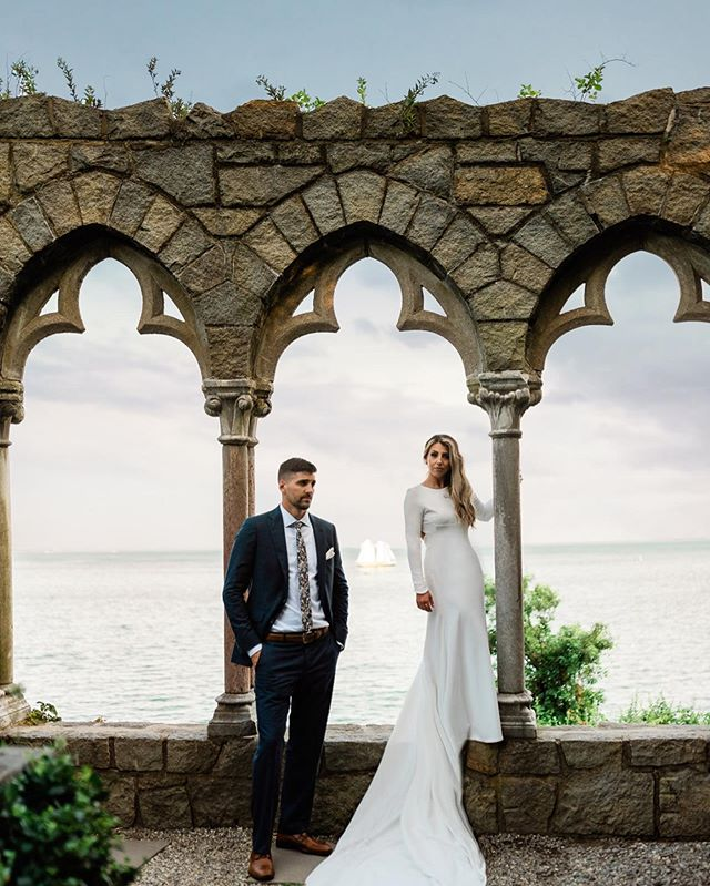 When the bride slips down the aisle because she's so excited to marry her best friend, that is love💖🥰 #couplegoals  @katieleefitzgerald is so stunning as is, but even more so in this custom dress made by a family friend, Brenda Radcliffe! The beachy hair, dark and moody makeup, at the Hammond castle! 😱 Complete package 💣 🐚  makeup- @jessalynmua 💄 photographer- @anne_mariephotography 📸