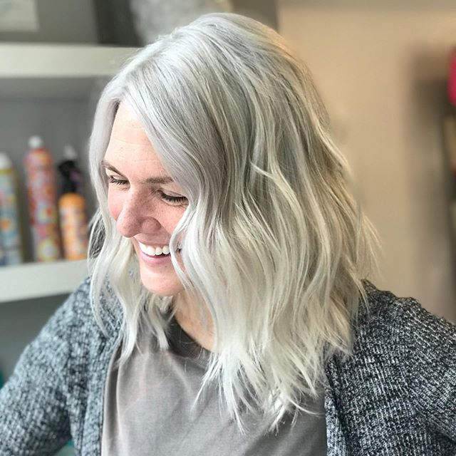 "The beauty of a toner ! Jokingly we were like ""ok you're all set!"" 🤣 Just.No. 💎🤓 bleach out round 2 on @jessjolinphotography -hair still feels great thanks to @olaplex - Jess does at home treatments weekly and washes with @fanola to maintain icy blonde . 😈"