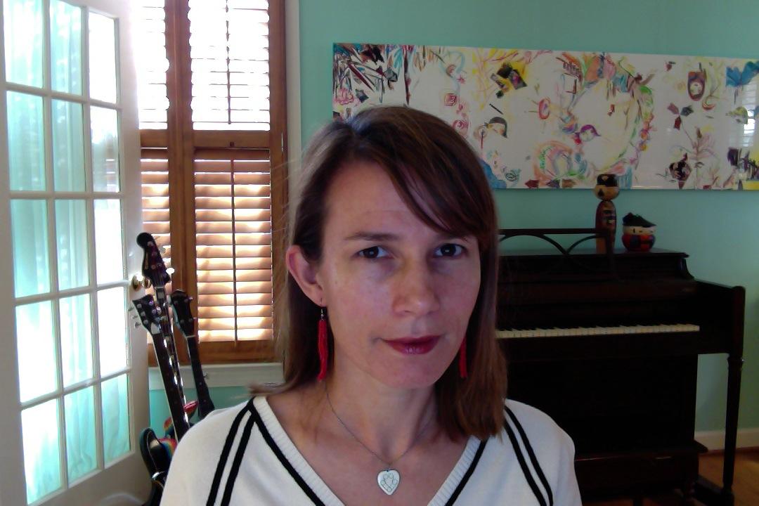 10:25 hello lipstick & jewelry (too much lipstick???)