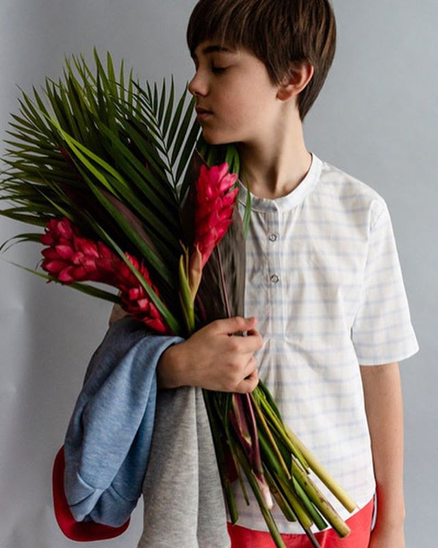 If you are looking for a smart looking top for your boys, check out the Thymes shirt/tunic by @skirtfixation part of the Farmer's Market Collection over at @projectrunandplay 🙌🏻 It's not your typical button down shirt, it's a tunic with a front placket opening and lot's of great sleeve options. I actually sewed my placket wrong 🙈 I always have a hard time reading instructions (cooking ones too!) maybe because of my mild dyslexia but I usually just sew following my intuition and this time the original version is a lot cooler. I guess I will just have to make another one 😃 I made a few other changes, like ommiting the sleeve cuff because I love the length of the sleeve without it when i did a fitting and I shortened the length slightly to MisterM request. I added some bias tape to one end of the placket to mimic the bias I added to my Ichigo jacket and to tie in the red patches on the Turnip Up trousers. This shirt is going to be our go to summer shirt for sure.  This shirt also comes in a girly version with lot's great details like cute ruffles.  That awesome windowpane fabric is from @hawthornesupplyco and is 👌🏼 You can find the Thymes shirt in the @projectrunandplay shop, it's also part of the unisex bundle (which is on sale until the end of the month). #prpdesignercapsule #projectfarmersmarket #projectrunandplay#isew#sewing#sewingforboys#imadethis#handmade#handmadewardrobe#sewsewsew#sew#pdfsewingpattern#indiesewingpattern