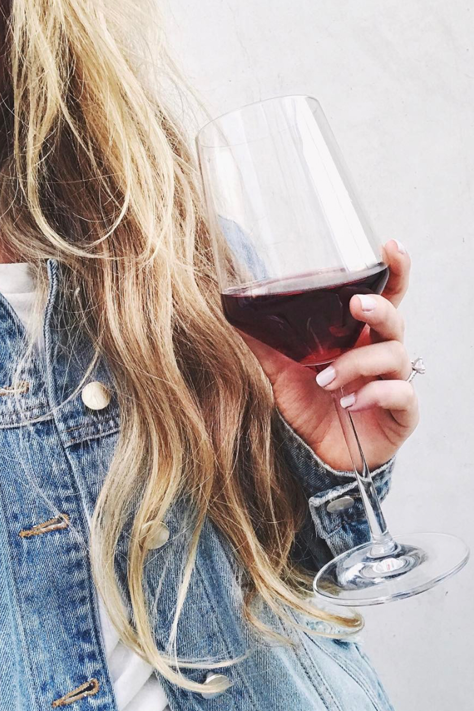 Selfie / Red Wine / Cheers Happy Hour / Instagram Photo Ideas / Kelly Fiance Creative