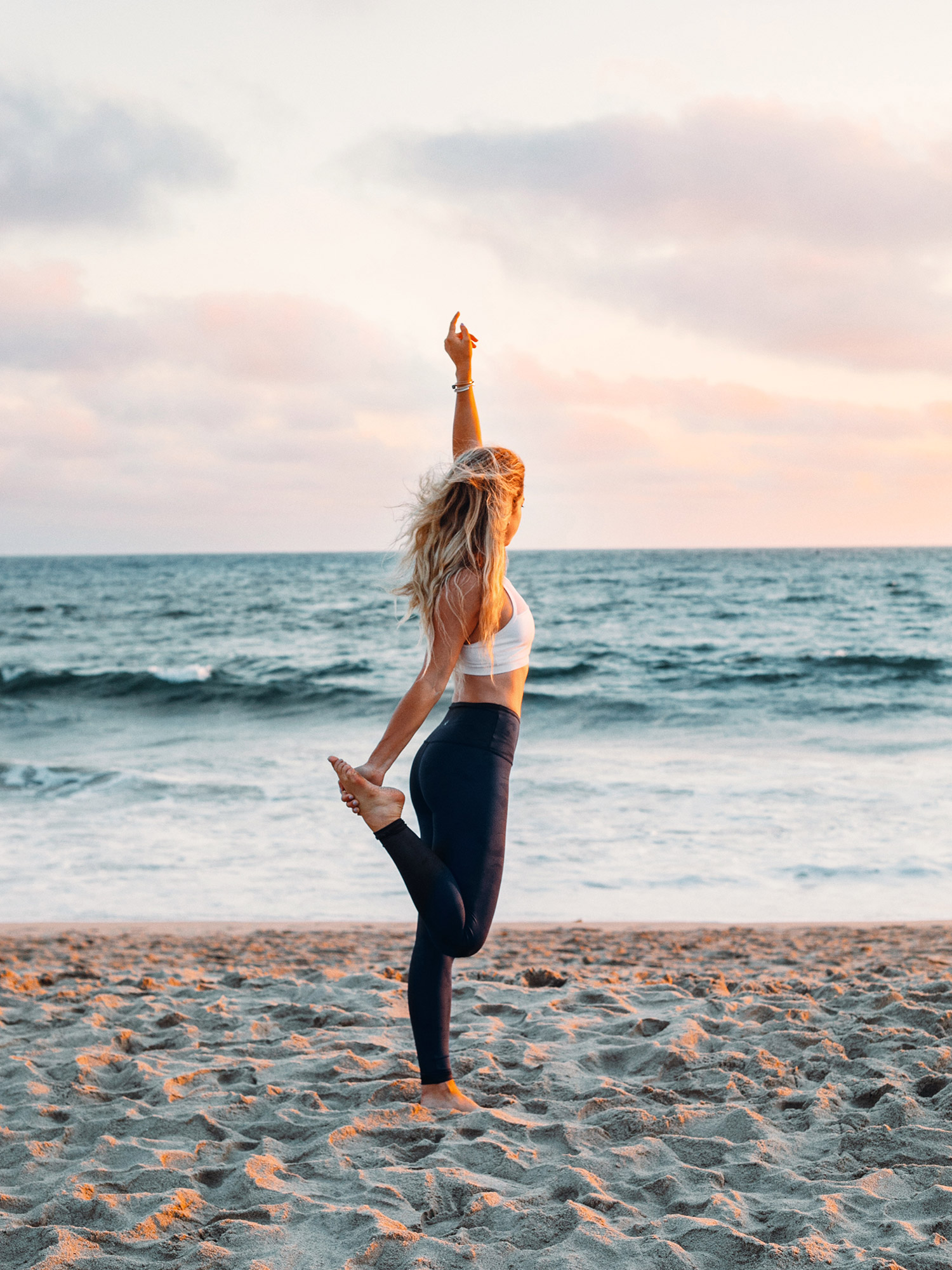 Cute Workout Outfit / Activewear / Lifestyle Photography / Venice Beach / Kelly Fiance Creative