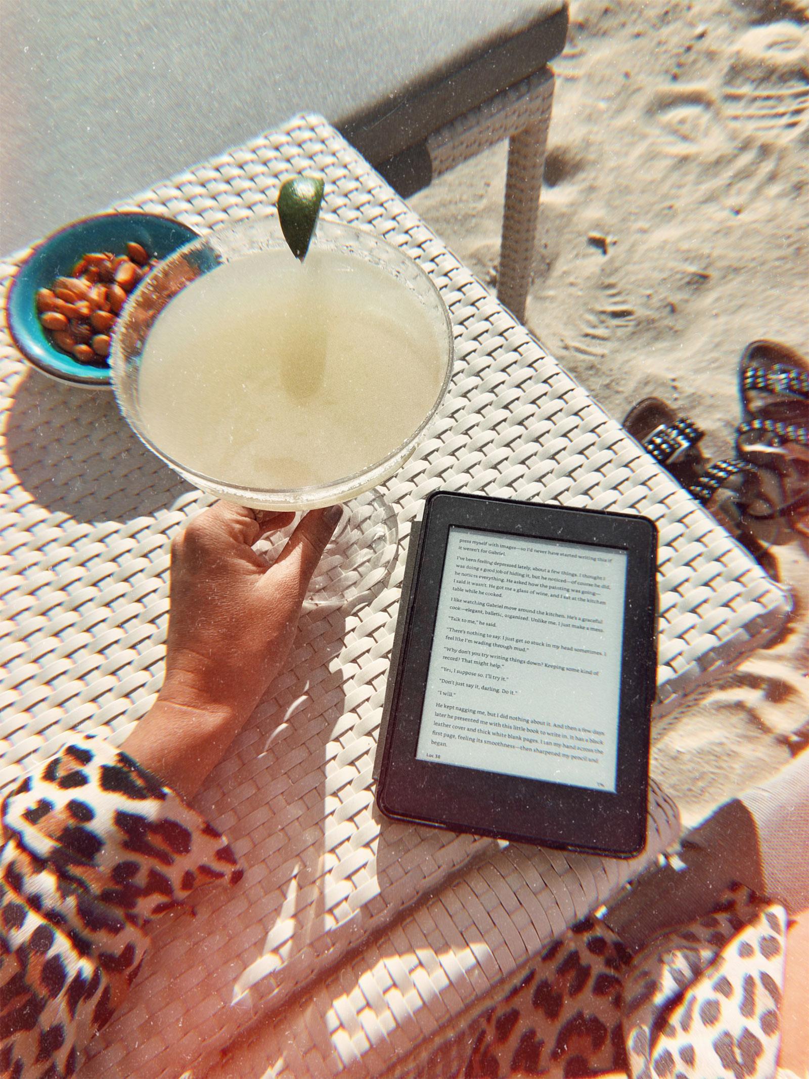 Margarita Kindle by the Beach Travel Photography / Dubai Travel Tips
