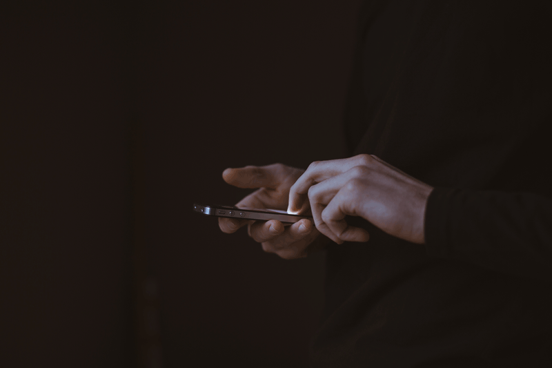 Hands-Phone.png