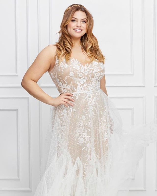 We have been steadily adding to our plus size selections and are happy to share that this gorgeous Capricorn gown by @willowbywatters just arrived in the shop in a size 16! #willowbycapricorn