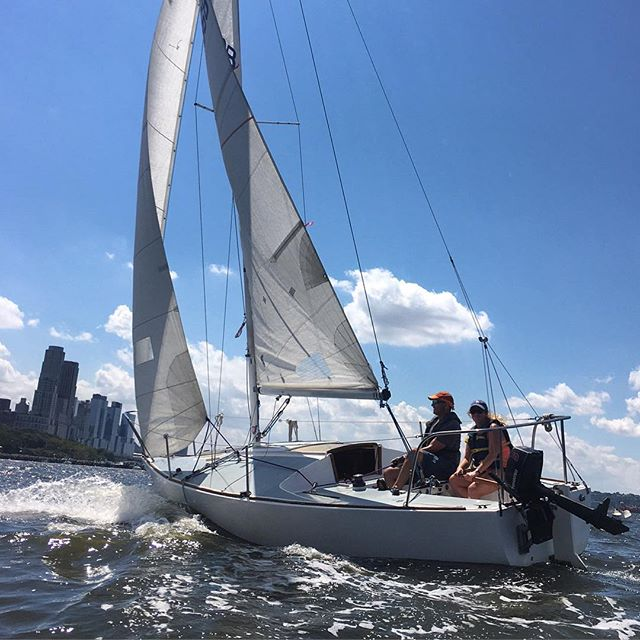 Sometimes it's nice to have the instructor all to yourself. @radiodavej24 enjoying some fresh breeze on private lesson. Thanks @jdhorvath for snapping a great shot from the inflatable. #sailing #nyc #bluebird #uws #sail #rio2016